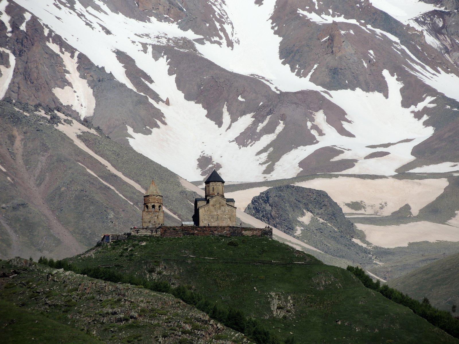 Dreifaltigkeitskirche vor dem Kazbek - Georgien