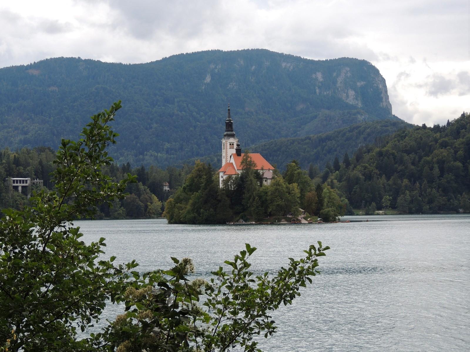 "Wallfahrtskirche ""Maria Himmelfahrt"" im Bleder See"