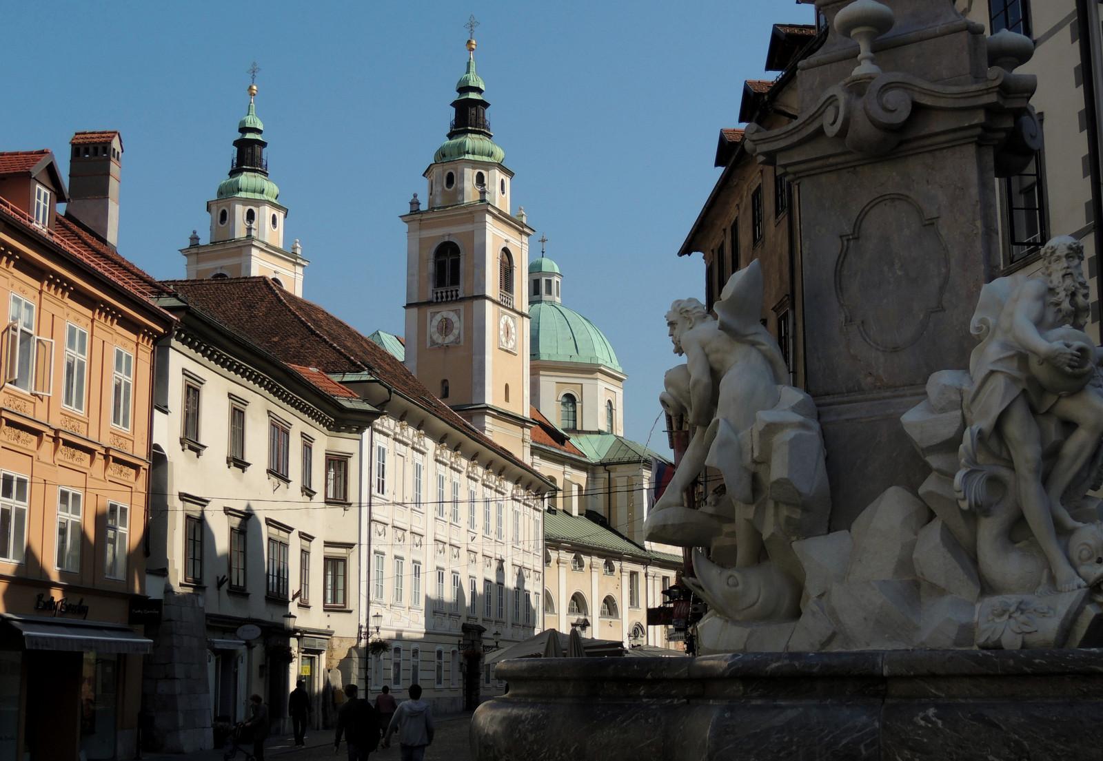 Brunnen der Drei Krainer Flüsse mit Kathedrale