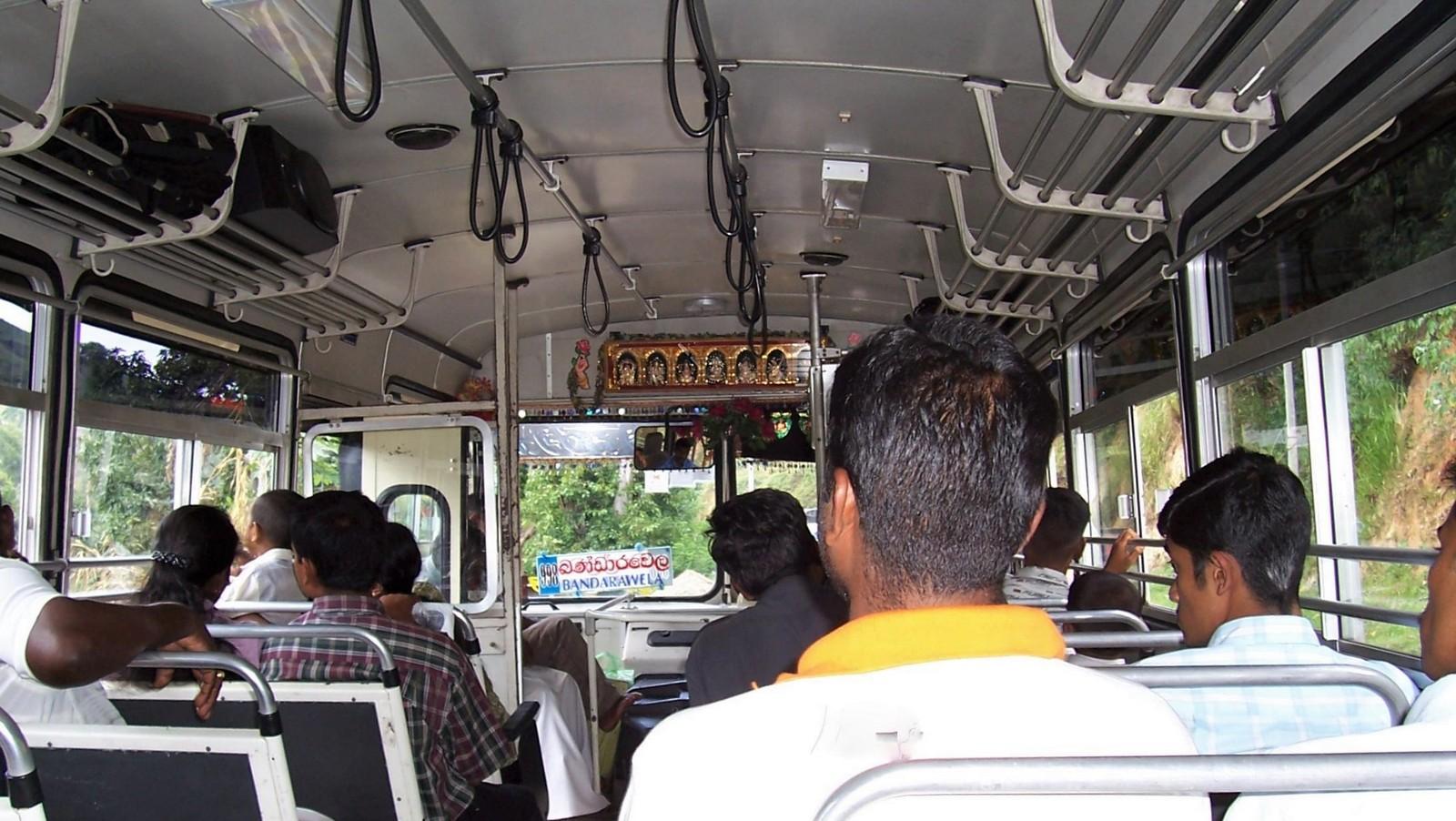 Linienbus im Hochland
