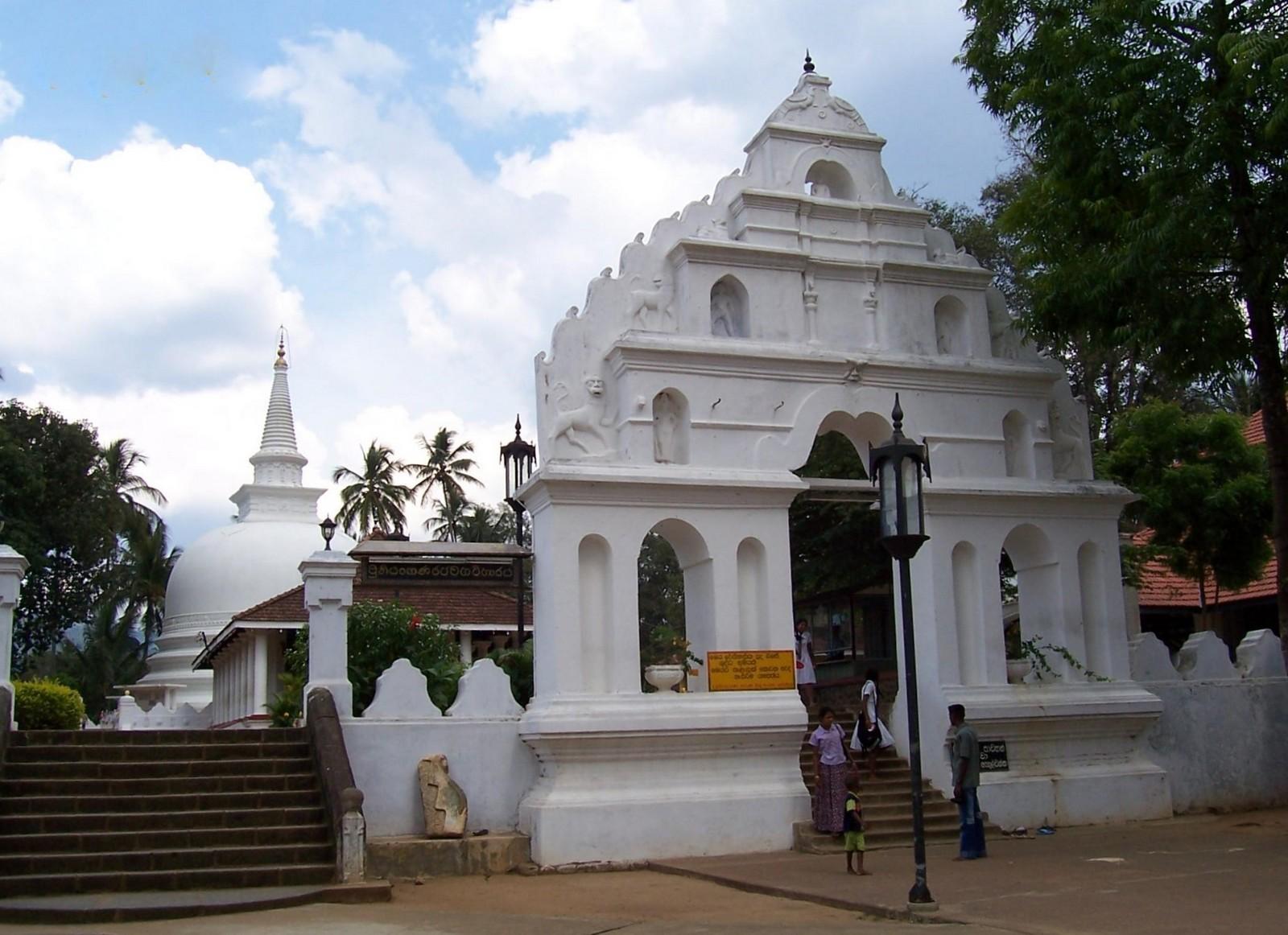 Thorana des Tempels Muthiyangana Raja Maha Viharaya in Badulla