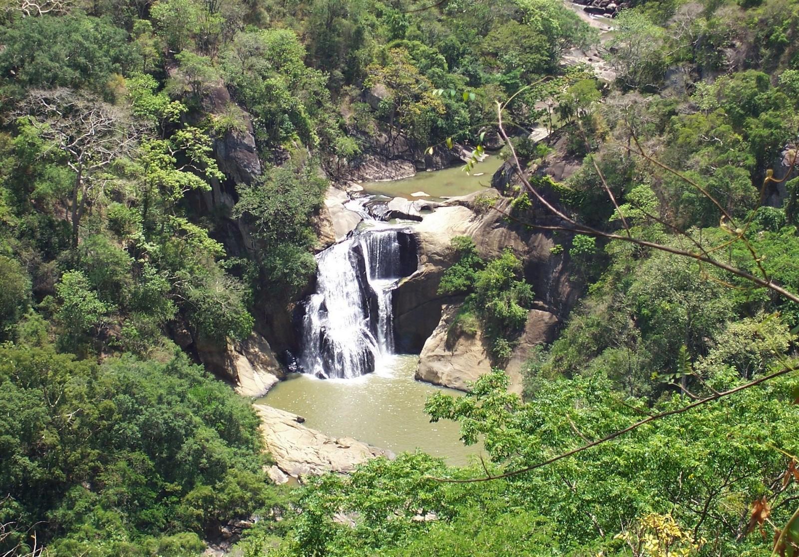 Duhinda Wasserfall im Hochland von Ceylon