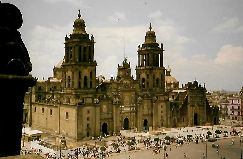 Kathedrale von Mexiko City mit Sagrario-Kirche