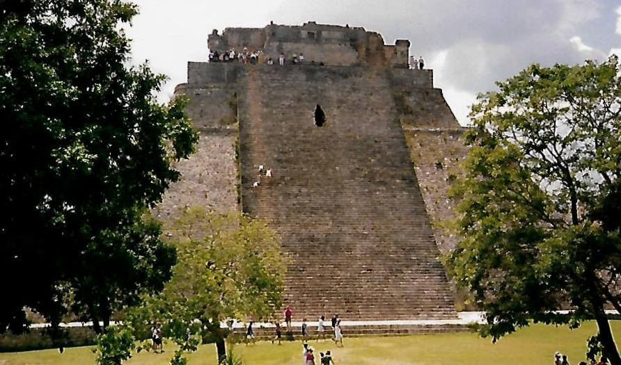 Pyramide des Zauberers in Uxmal - Mexiko